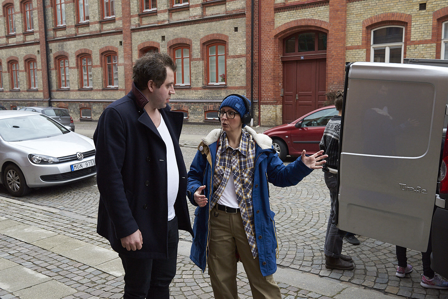 Director Thérèse Ahlbeck and actor Johannes Wanselow, playing one of the kidnappers, on set of Happy Street. Tiny Lumberjack copyright.