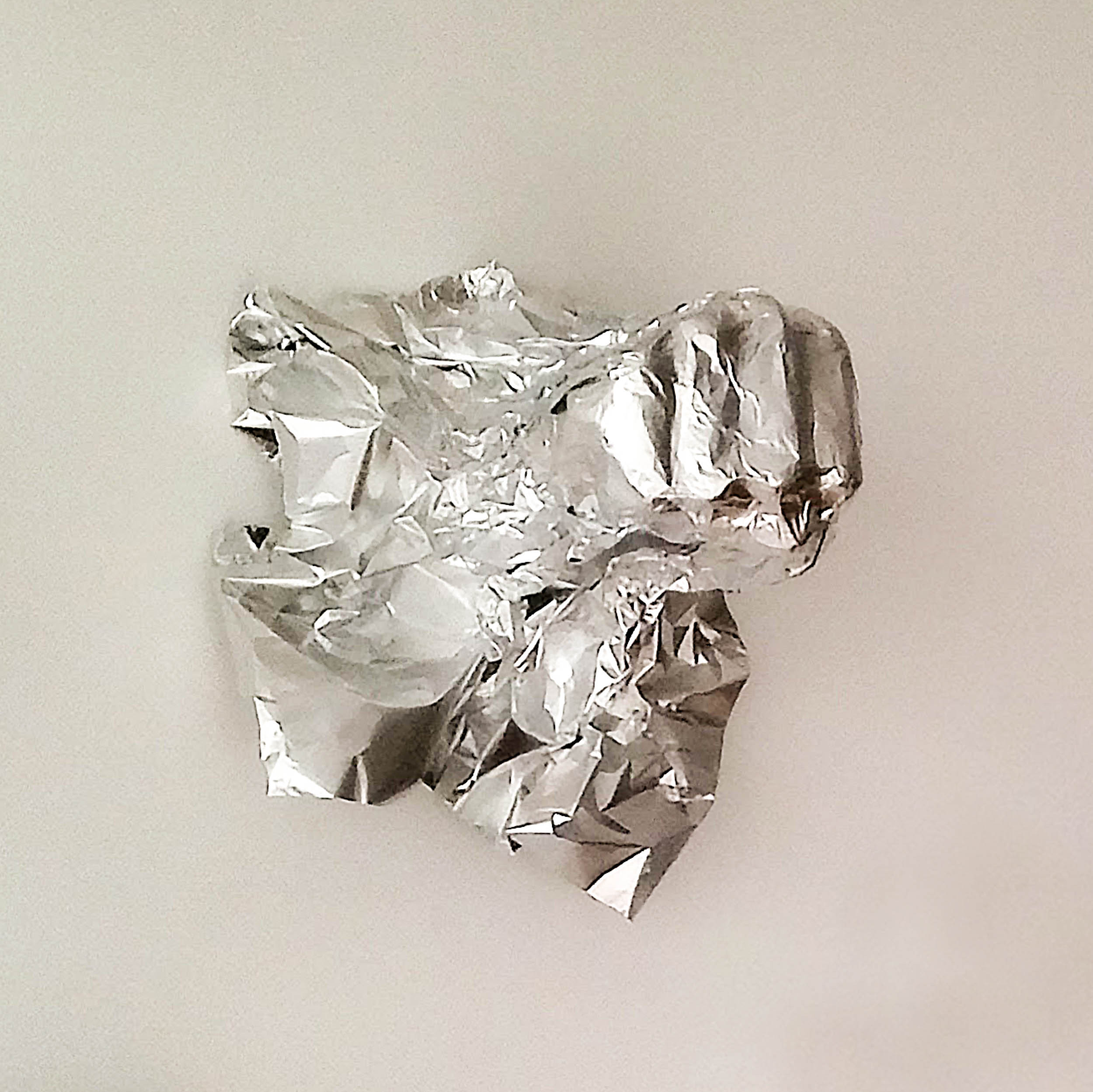 Aluminum foil molding of the artist's fist are displayed in the exhibition space.  New aluminium foil sheets are available to the public during performances. The visitors can then mold their own fist and add it to the «Wall of Resistance», creating a growing number of aluminum fists in the installation thus modifying its form.  (click Next to continue)