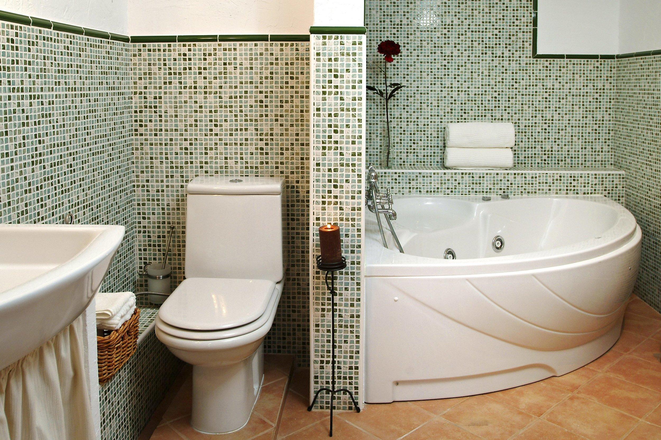 01 gregal bathroom 1MB.jpg