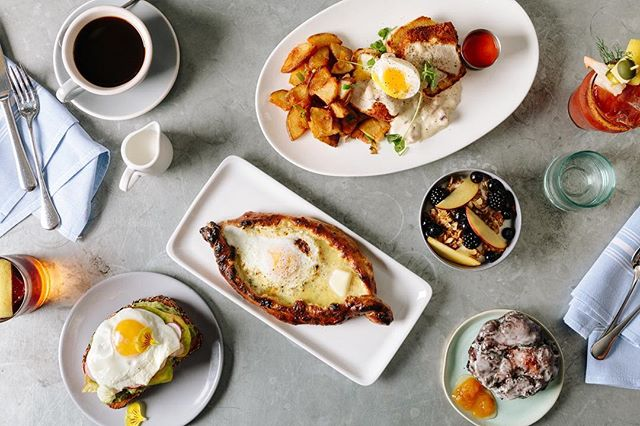 Labor Day Brunch is underway at Headwaters! Come join us until 3pm for a holiday brunch, or stop in tonight during our regular dinner hours. Hope to see you soon!⠀ ⠀ #HeadwatersPDX #pdx #portland #downtownpdx #labordaybrunch #eaterpdx #brunch #pdxbrunch #travelportland #pdxdining #pdxeats #pdxnow #eaterpdx #eater⠀⠀