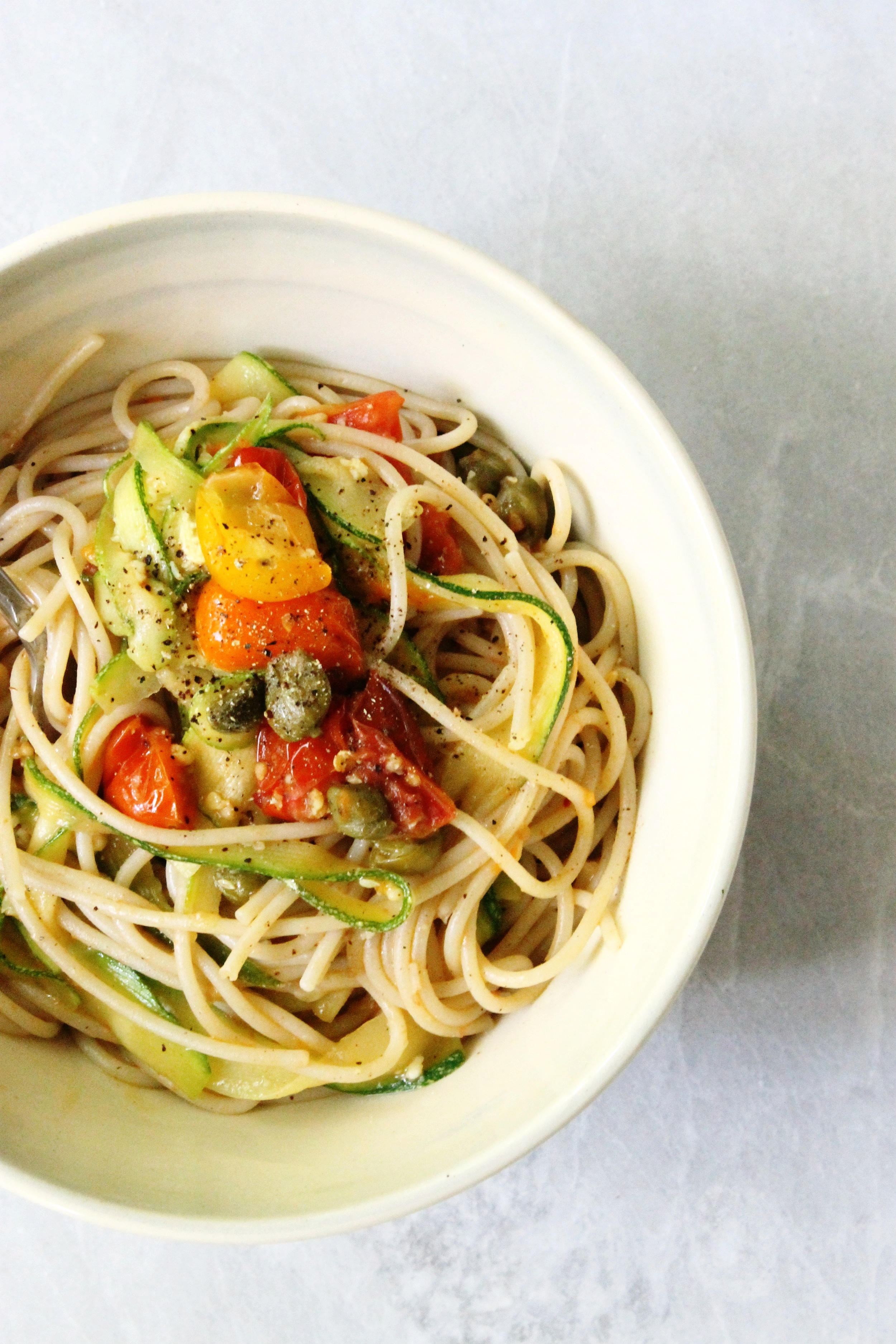 Garlicky summer spaghetti with cherry tomatoes and zucchini | Beloved Kitchen