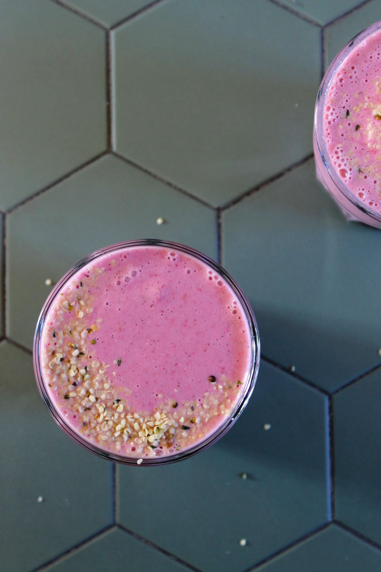 Pretty pink smoothie {vegan & gluten free} | Beloved Kitchen