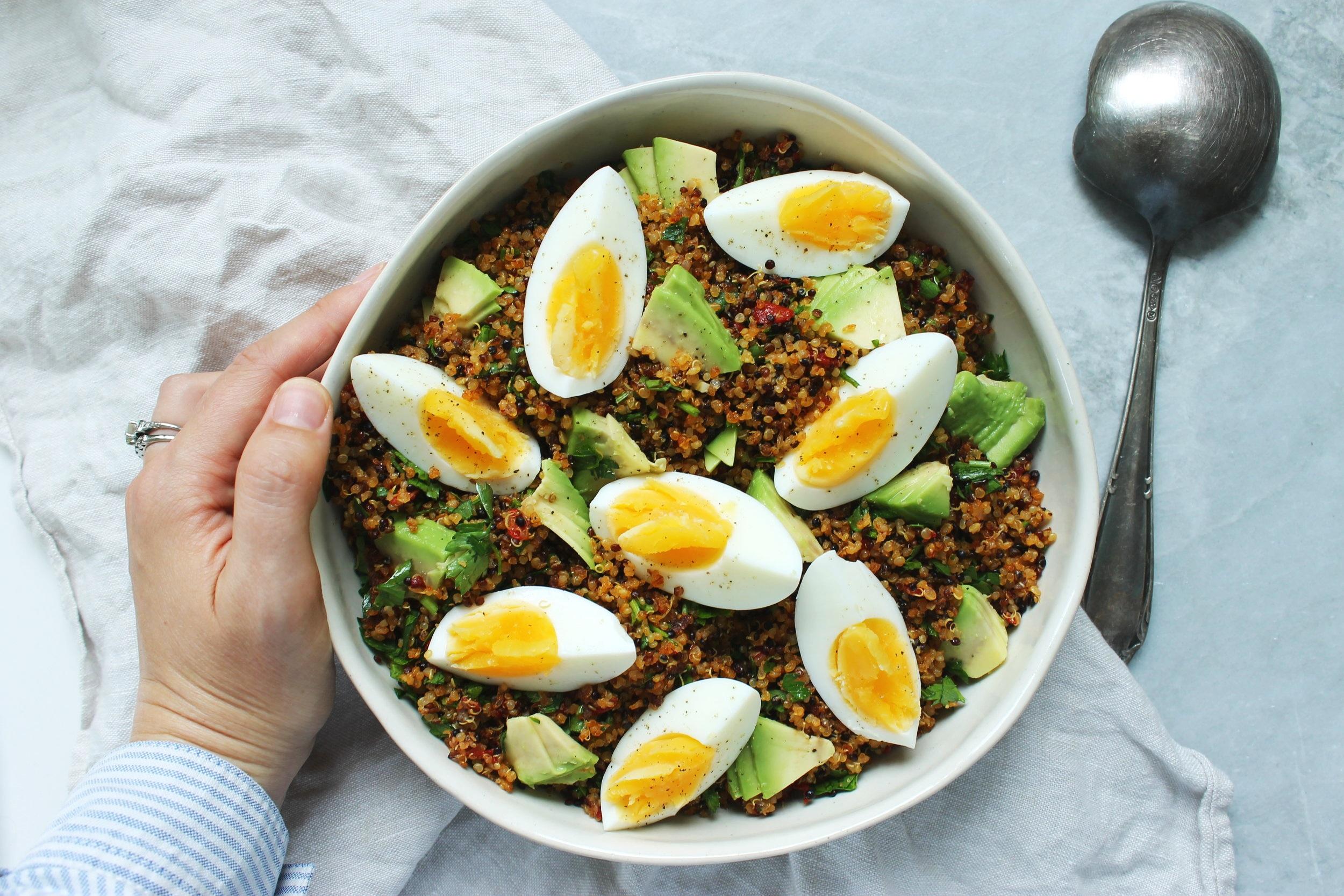 Crispy quinoa and egg salad | Gluten free