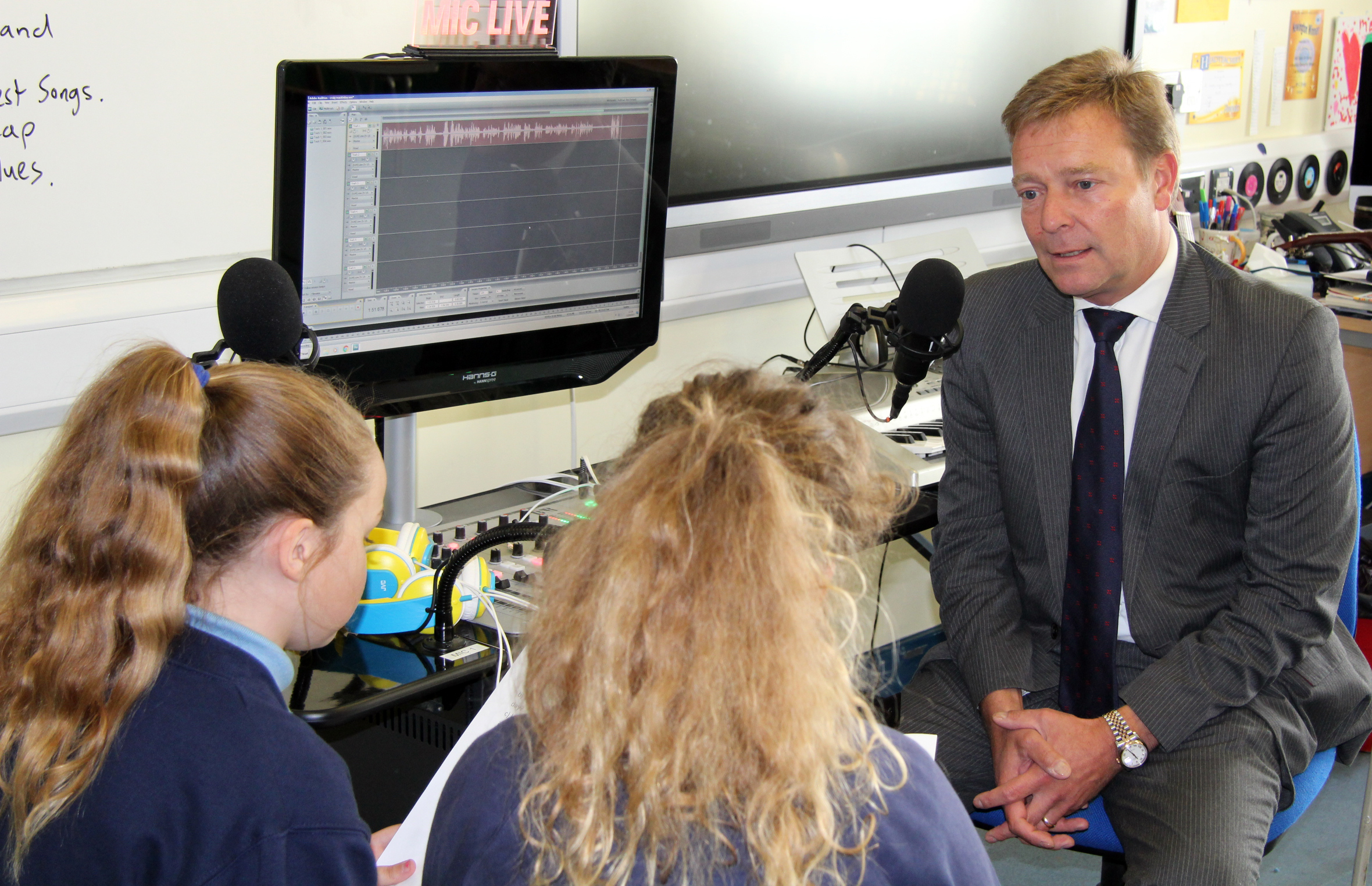 CM2 with young reporters from AAA Radio station at Newington Community Primary School Sept17.jpg