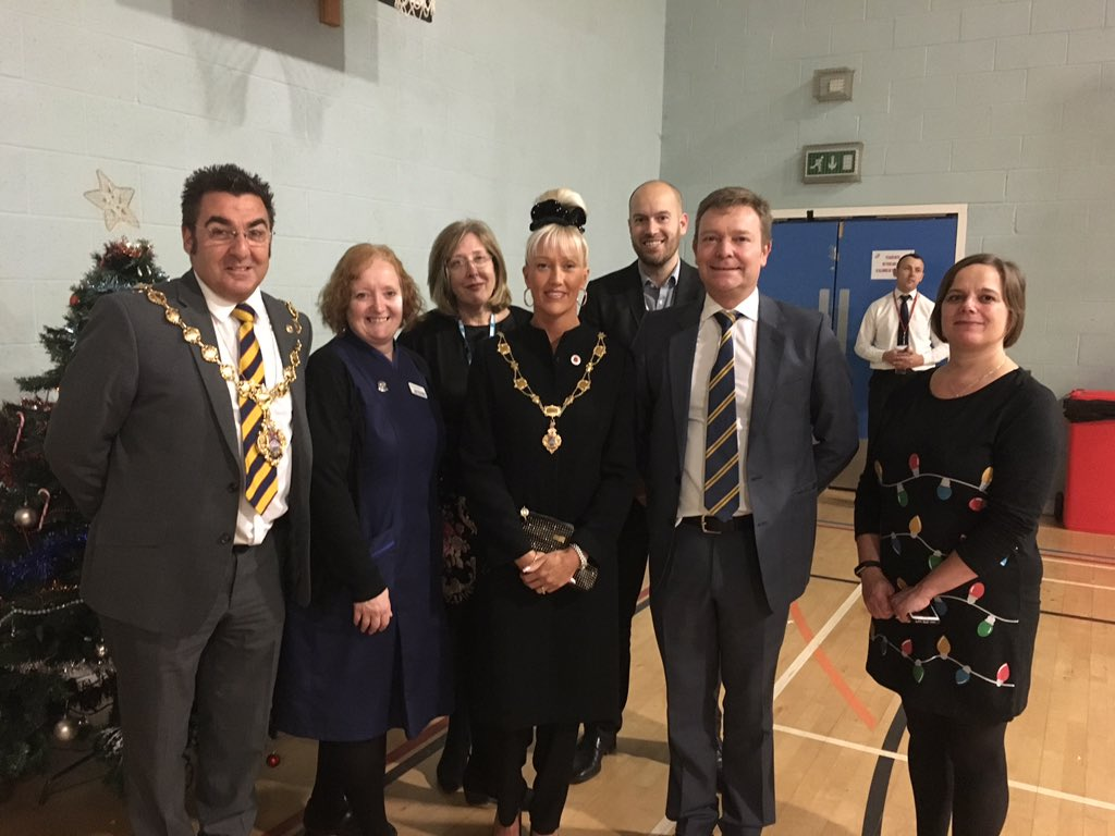 Craig joined Broadstairs & St Peter's Town Council Mayor and dedicated hospital staff for the occasion.