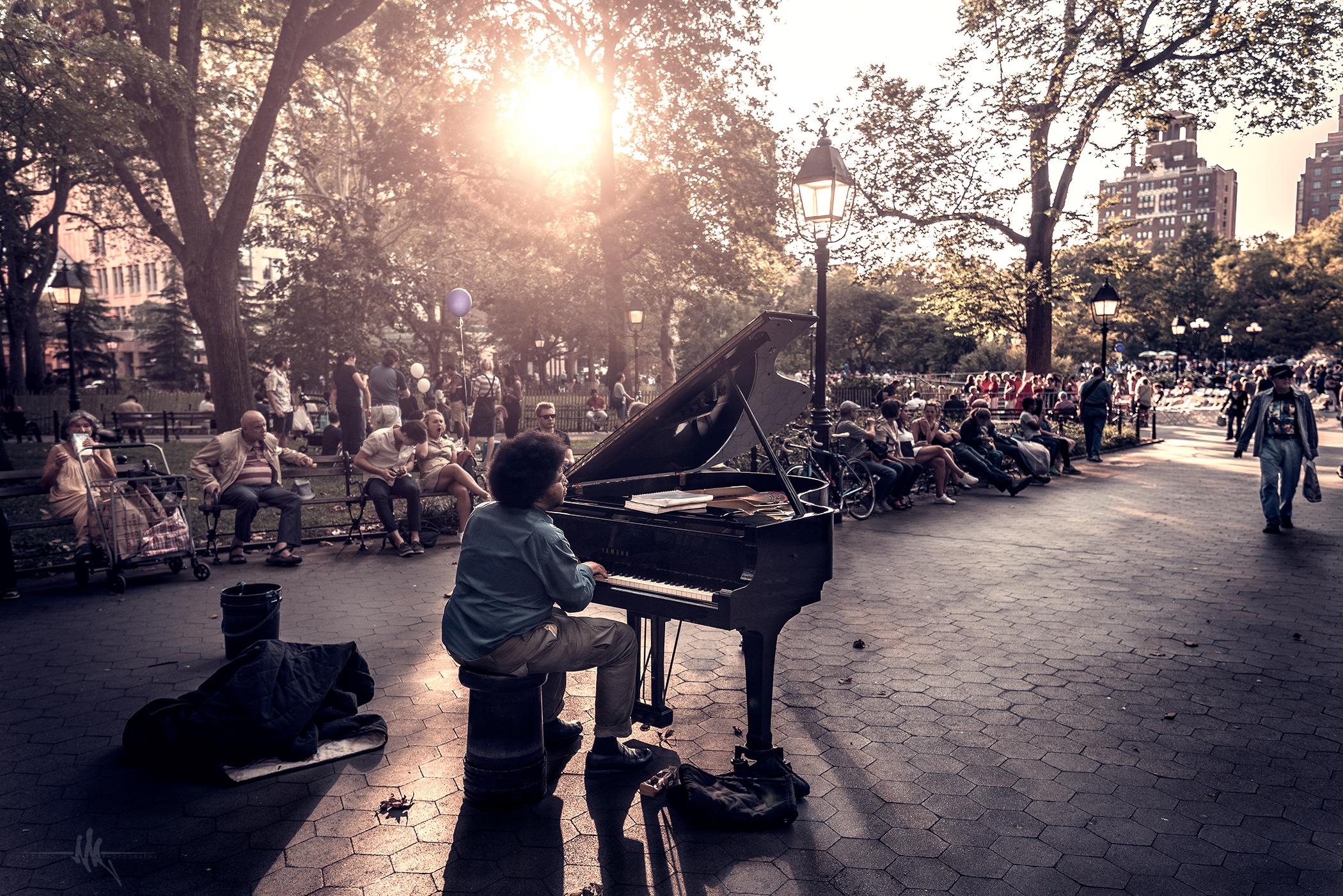 piano_guy_wash_sq_pk_small.jpg