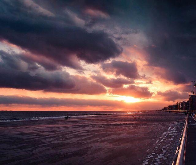 Wintry sunsets can be especially breathtaking. ———————— #withmytamron #longbeachny #islandstrong #exploreliny #news12li #tamron45mm #sky_perfection #sunset_vision #sunsetsniper #longisland #longbeachnynotcalifornia #landscape_capture #nature_sultans #natgeoyourshot #landscapelovers #moodygrams #artofvisuals #aov5k #ournaturedays #allbeauty_addiction #nature_perfection #nikonusa #skypainters #iloveny