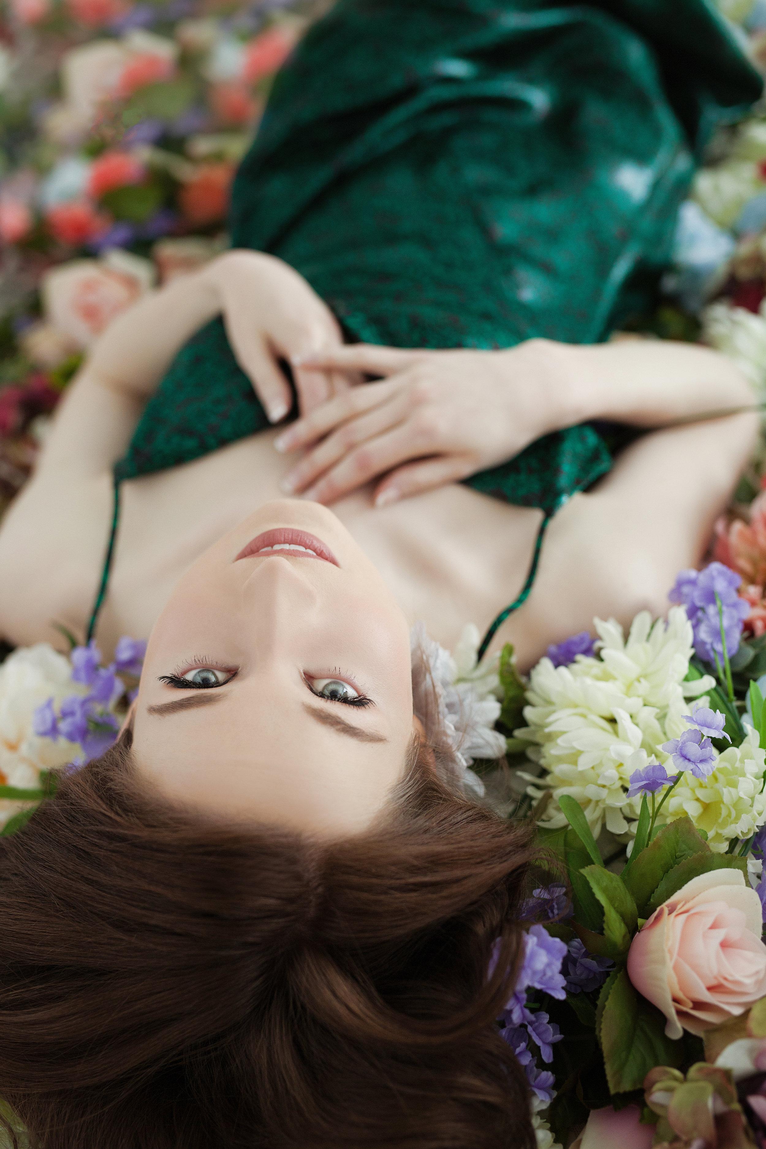 flower backdrop - portrait - photo shoot - model for a day
