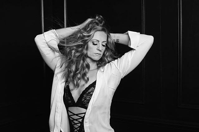 """It isn't photography OF women. It's photography FOR women."" - @karamariestudios  Building confidence one woman at a time. MUSE: @natashaleahoutlaw  PHOTOGRAPHER:  @catfordcoates www.studio-828.com HAIR & MAKEUP: @freelandmandy #shotbycat #catfordcoates #studio828photography #ashevillenc #avlphotographer #boudoir #boudoiravl #boudoirasheville #fashioninspired #suebryceeducation #pursuitofportraits #elinchrom #canonusa #whiteshirt #empoweringwomen #buildingconfidence #portraitphotography #discover_portrait #polopan #myexposureedit #filmgrain"