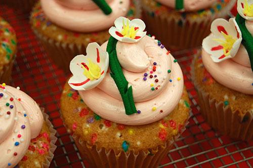 cupcakewithFlower_tmb.jpg