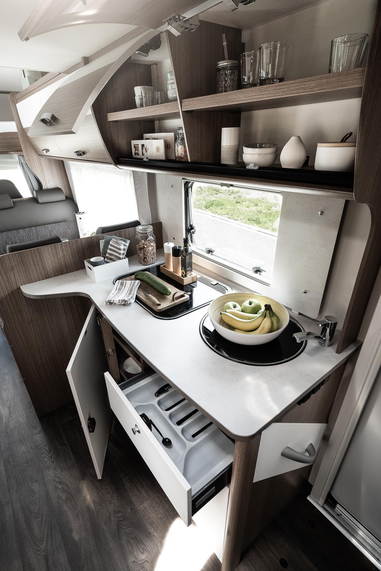 Küche mit Staufächern