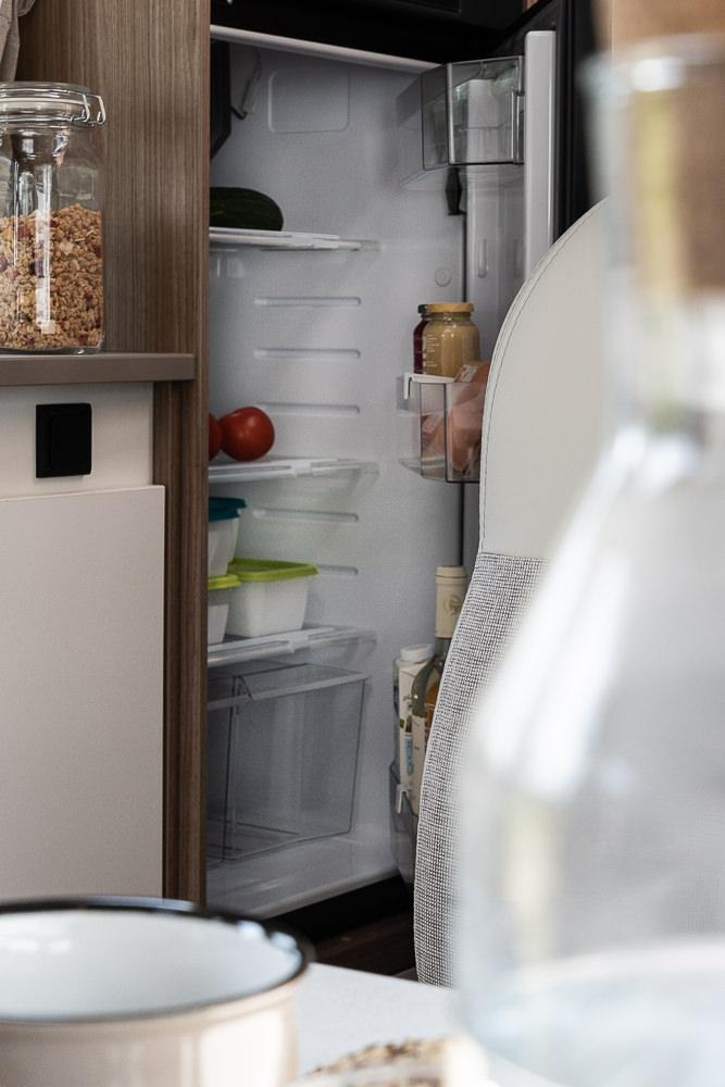 Küche - Kühlschrank geöffnet