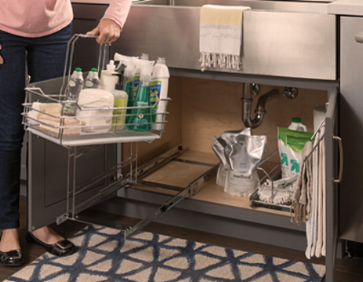 REMOVABLE CLEANING CADDY & STORAGE