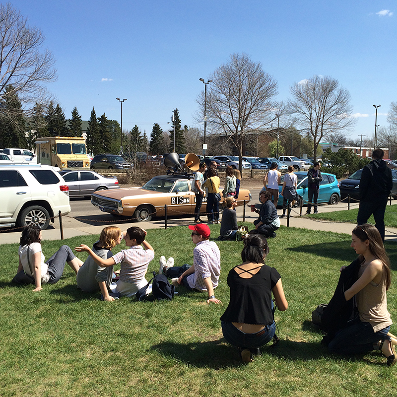 We hung out on the lawn of the venue on the first beauty days of spring!