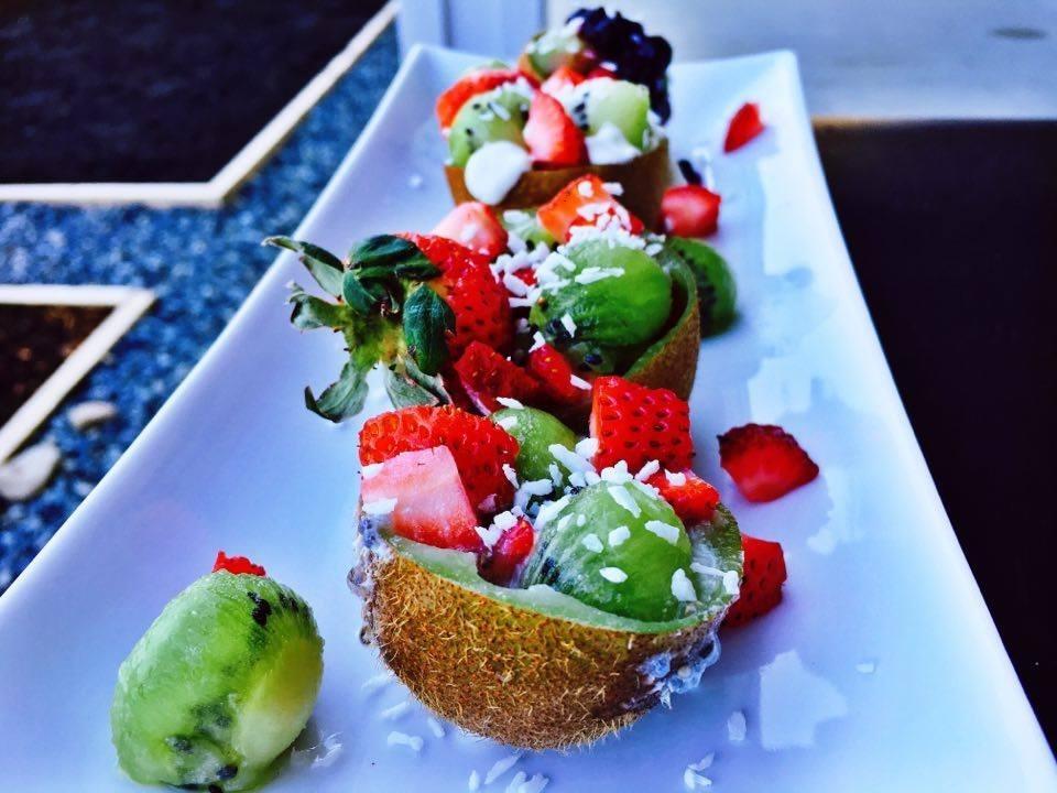 breakfast-kiwi-fruit-bowls