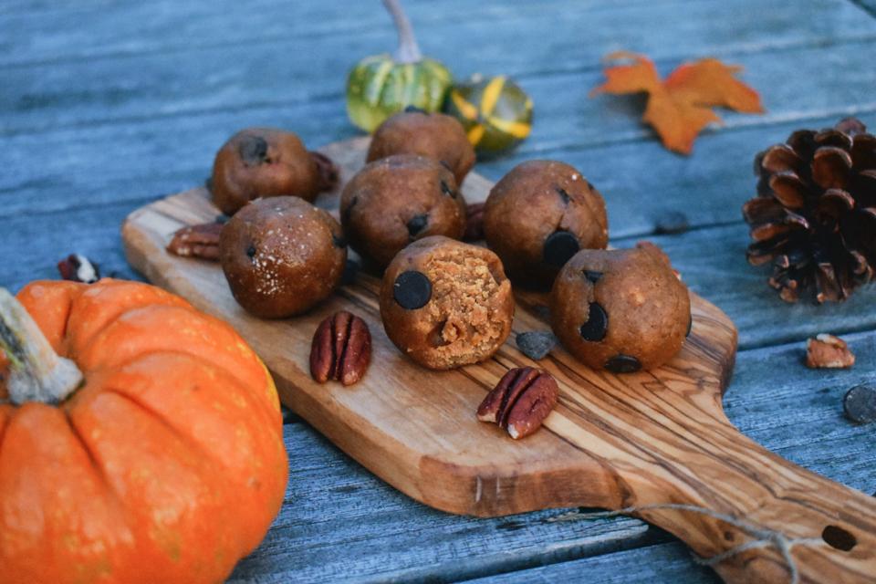 pumpkinspice-cookiedough-bites.jpg
