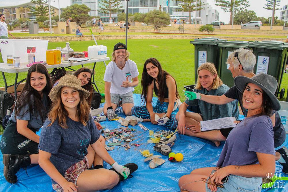 volunteers-beach-clean-up-event.jpg