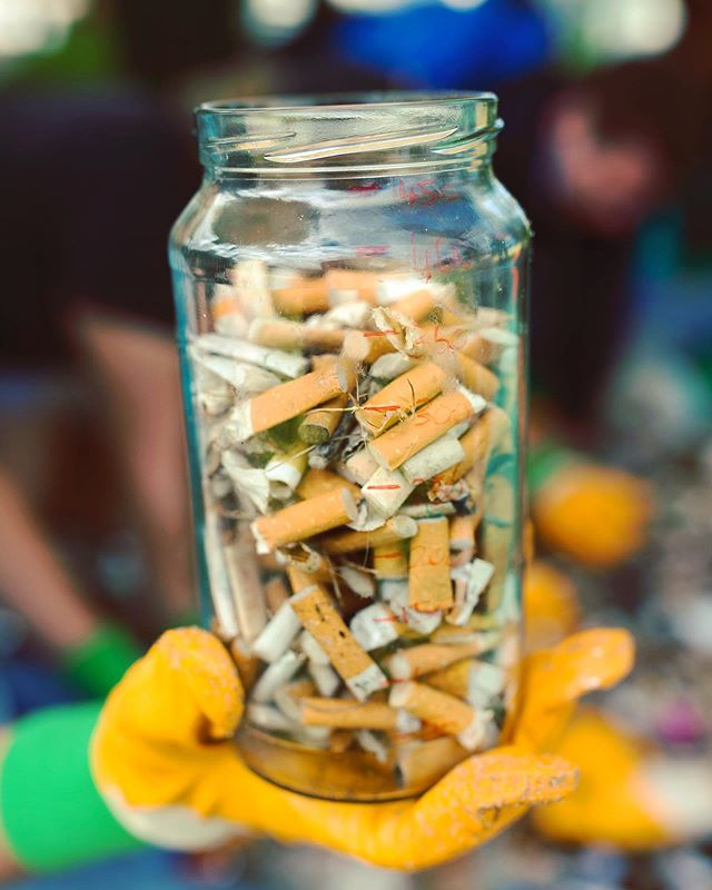 It's the last week of #plasticfreejuly, and we hope you've been gathering some great tips on how to cut down on plastic - we had so many great submissions at our fundraiser last week! If you missed it, tomorrow night AJ is hosting a DIY skincare workshop - head to link in bio for tickets 🍯 • One of our favourites is remembering to repurpose mason jars - not only are they good for binning butts at Scavenges, but bring them with you as keep cups for juices and smoothies, use them as storage in your pantry, as candle holders - the list is endless!  They're also an awesome alternative to plastic tupperware containers - why not bring your lunch to work in one of these babies instead 😍 •  #tradeforchange #trashfortreasure #plasticfree #plasticfreeliving #conciousconsumer #conciouslifestyle #ditchsingleuseplastic #saynotosingleuse #preventplasticpollution #singleusesucks #protecttheocean #fortheoceans #forthefuture #beachcleanup #prelovedgoods #environmentallyfriendly #environmentallyaware #sustainablesydney #sustainableliving #seasidescavenge