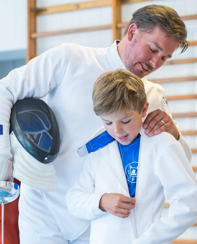 Vi lägger stort fokus vid sunda värderingar, båda mänskliga och idrottsliga. Kvalitet är en annan viktig faktor. Som ett exempel är alla instruktörer på klubben välutbildade och fortbildas kontinuerligt. De äldre hjälper de yngre med fäktningstips och annat.