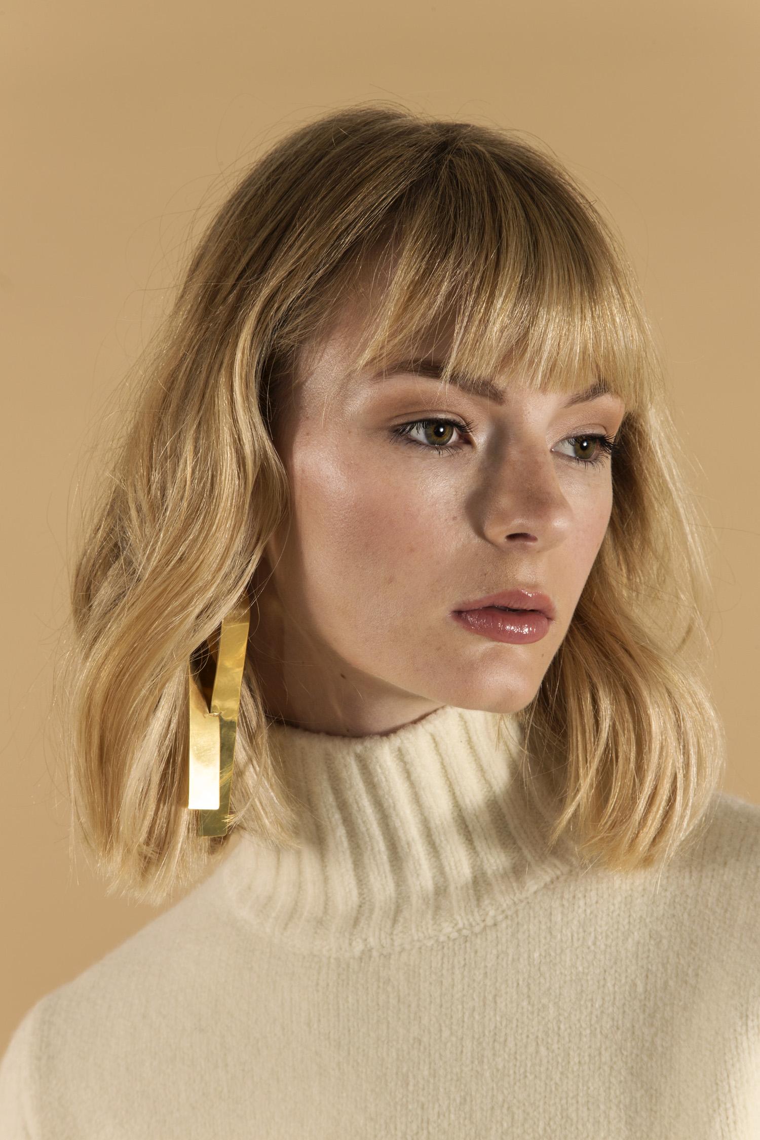 Romance sweater, collar close up.jpg
