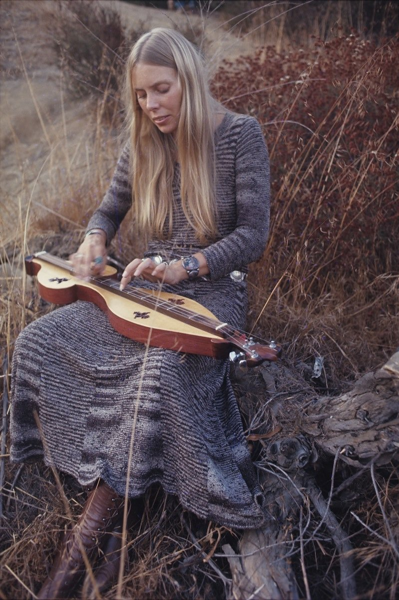 """<a href=""""http://www.vogue.com/6589441/joni-mitchell-box-set-love-has-many-faces/"""" target=""""_Blank"""">VOGUE</a>"""