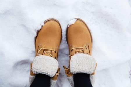 25335482_S_Feet_Snow_shoes_Winter.jpg