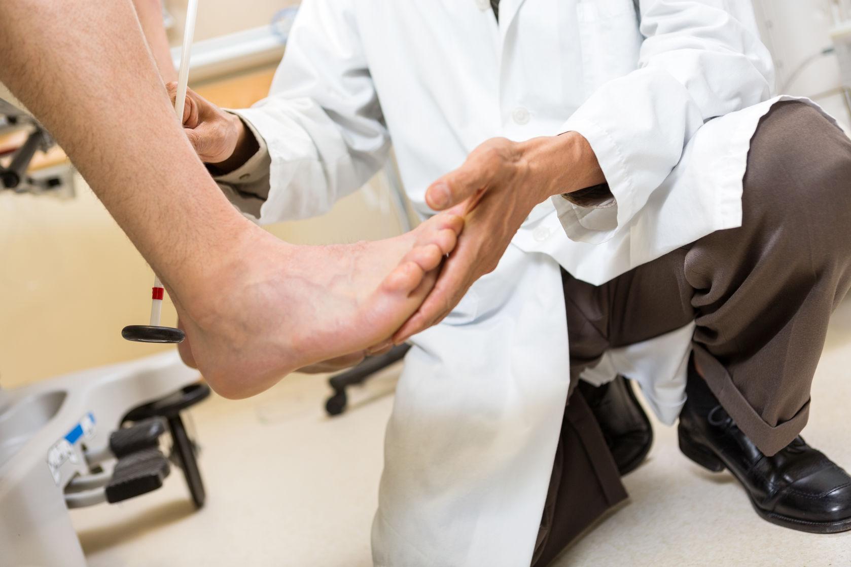 23709852_L_Feet_Podiatrist_Doctor.jpg