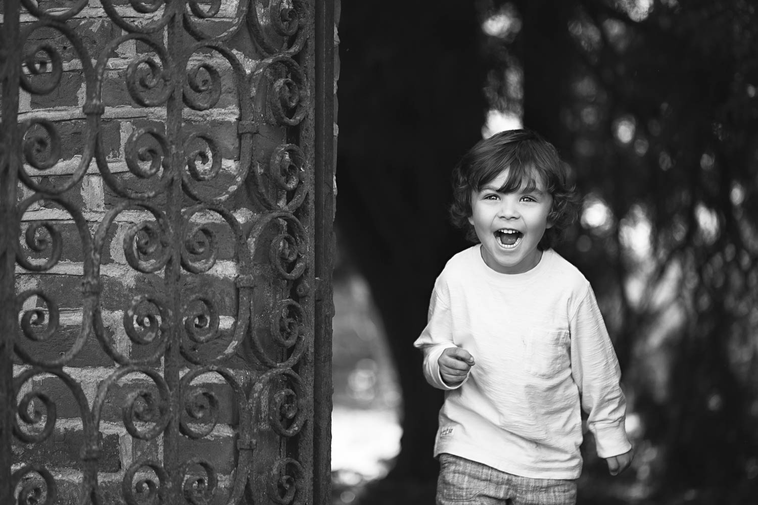 Child natural portraits - photography - B&W.jpg