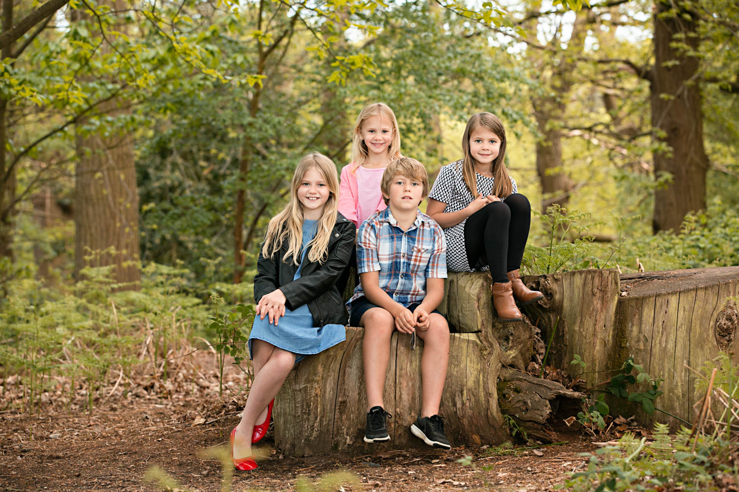 Siblings posing for a family portrait during a photoshoot at Ampthill Park in Bedford.