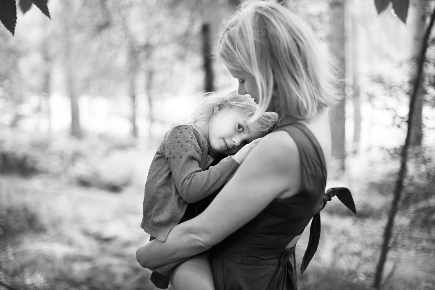 Mother and Daughter - Family Photoshoot in Aspley Heath Woods, Bedfordshire bu Bedford Family Photographer