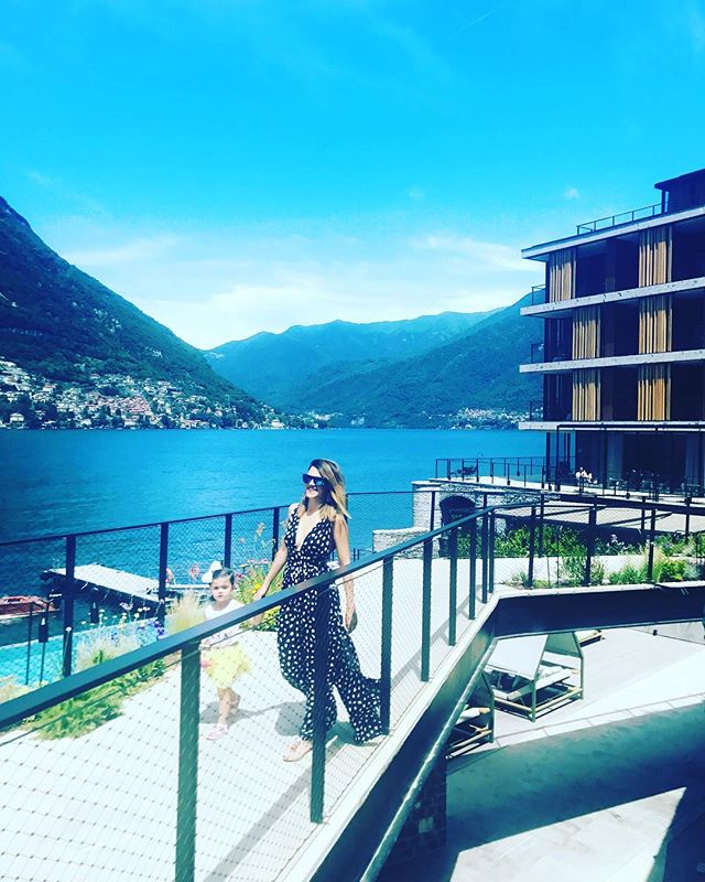 @ilsereno is the perfect lakeside retreat to grab a Michelin star lunch with baby. They have an amazing kids menu and an assortment of activities to keep baby busy. #heyjetsetbaby #lakecomo #comobaby #ilsereno