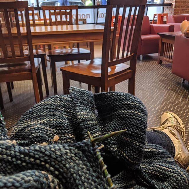 Knit in public everyday! #knittersofinstagram #912yarn #knitinpublic