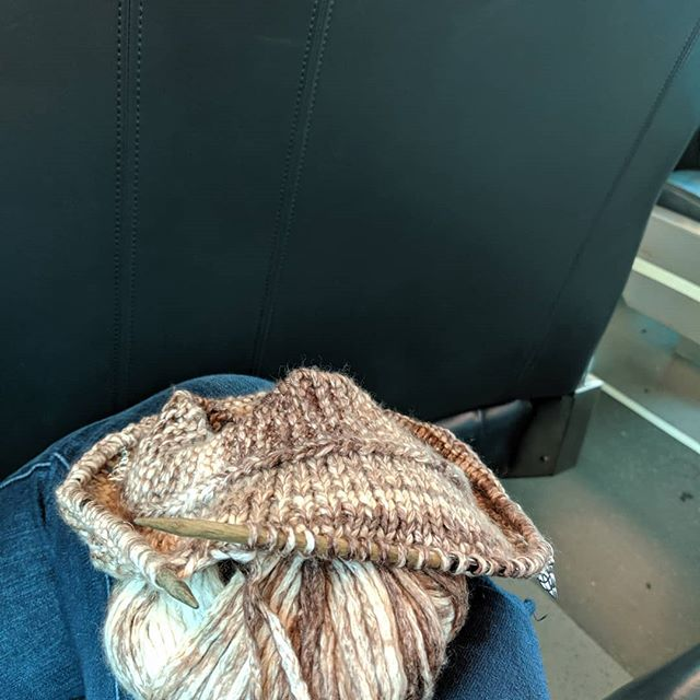 Train knitting one of my favorite patterns. Thank you @tincanknits for the #harvestsweater!