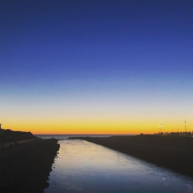 Beautiful sunsets over Mimizan in south-west France. The Courant river meets the Atlantic - and the setting sun creates a gorgeous line of colour on the horizon. #mimizanplage #mimizan #mimizanbeach #mimizantourisme #mimizanplagesud #mimizan2019 #landes #leslandes