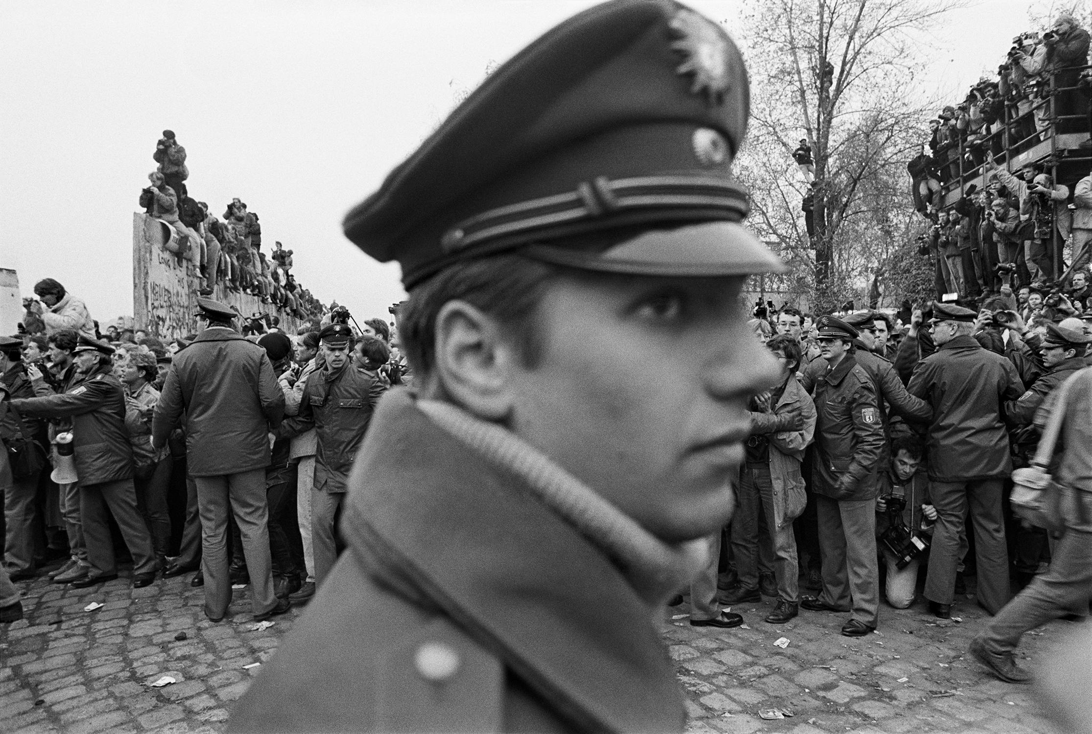 Berlin. November 1989 – Mark Power