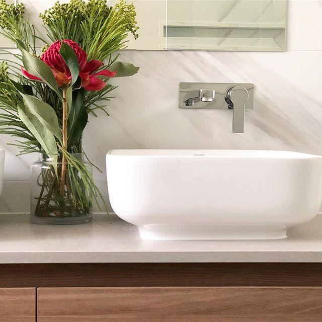 Natural palette🌿 . . . #vanity #bathroomdecor #bathroom #bathroomdesign #bathroomrenovation #tiles #flowers #interiordesign #bathroomvanity #natural
