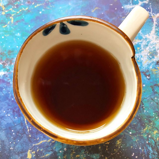 Cup of Yunnan Black Pearls. Delicious and full-flavored Yunnan tea. Malty and slightly sweet with very good depth. A must try for any serious black tea lover. . . . . . #tea #blacktea #yunnanblacktea #yunnan #looseleaftea #loosetea #chinatea #chinesetea #beantowntea