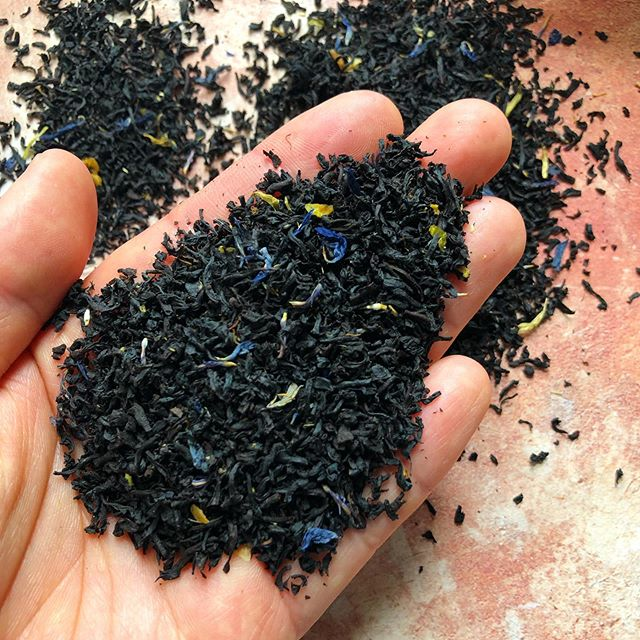 Earl Grey. Classic full flavored black tea. Need a bold and citrusy tea to pick you up? Try our Earl Grey. It also compliments deserts and midday snacks and pastries very well. . . . . . #earlgrey #earlgreytea #britishtea #englishtea #blacktea #tea #looseleaftea #teatime #tealeaves #ingredients #lovetea #beantowntea
