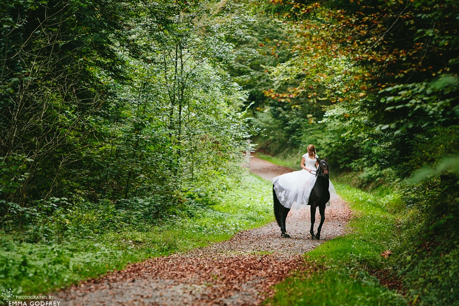 Bridal-portraits-horse-forest_0003.jpg