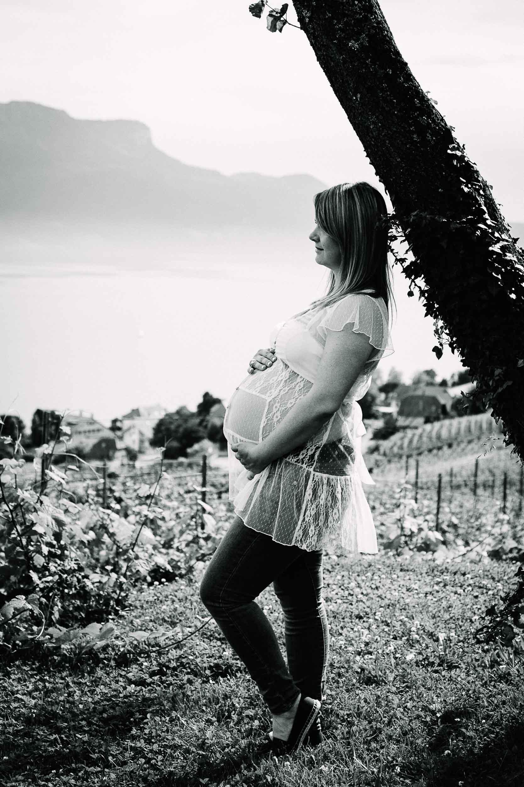 093-Caren-Maternity3-8026-bw.jpg