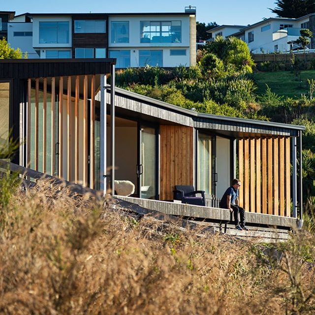 Petite Maison, Mt Pleasant. Completion. Thanks to our wonderful clients. Credit to SC projects for their quality work and a great team of consultants. #adnz #nzarchitecture #designnz Photography by Stephen Entwisle.