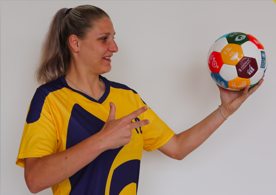 GGWCup Prague 2019 Yellow Ladies2.png