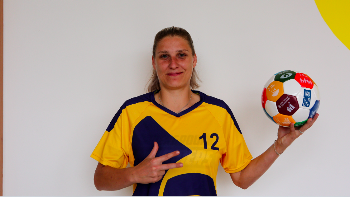 GGWCup Prague 2019 Yellow Ladies3.png