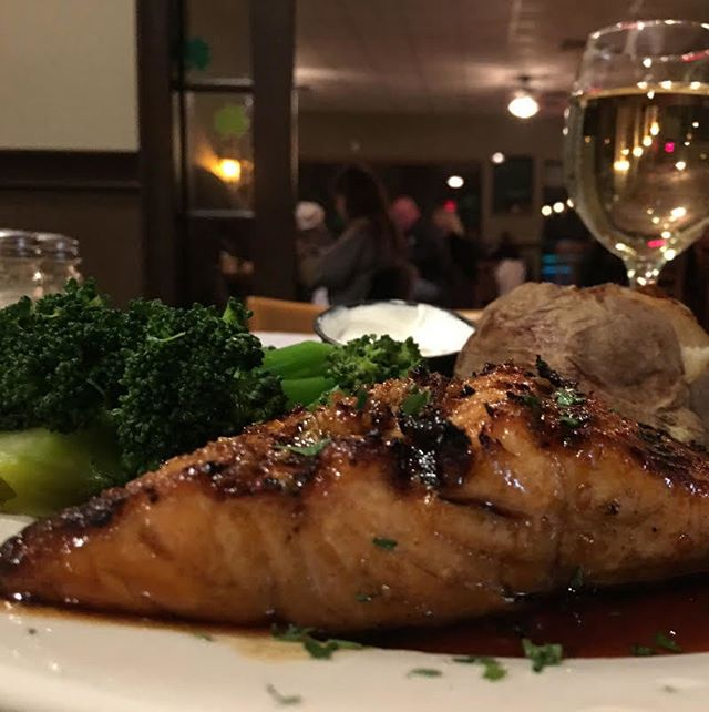 Great food, great drinks, and great people. Come wine and dine with us tonight.