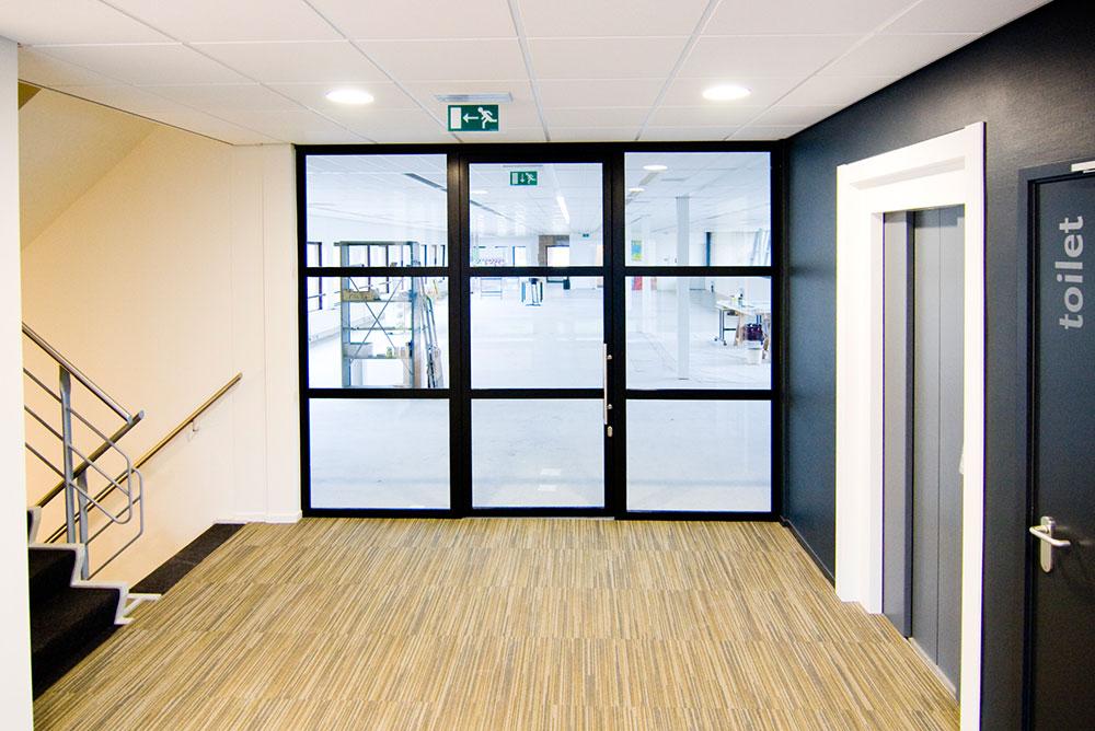 edelgasstraat_01_entreehal_verbouw_kantoor_maaq_design_build