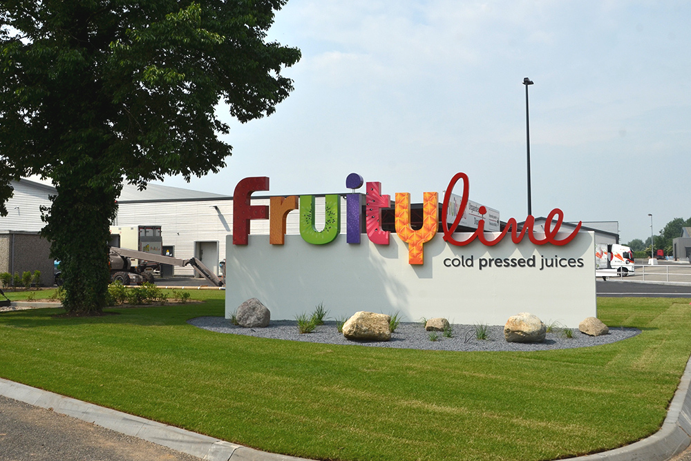 fruity-line-signing-maaq-4.jpg