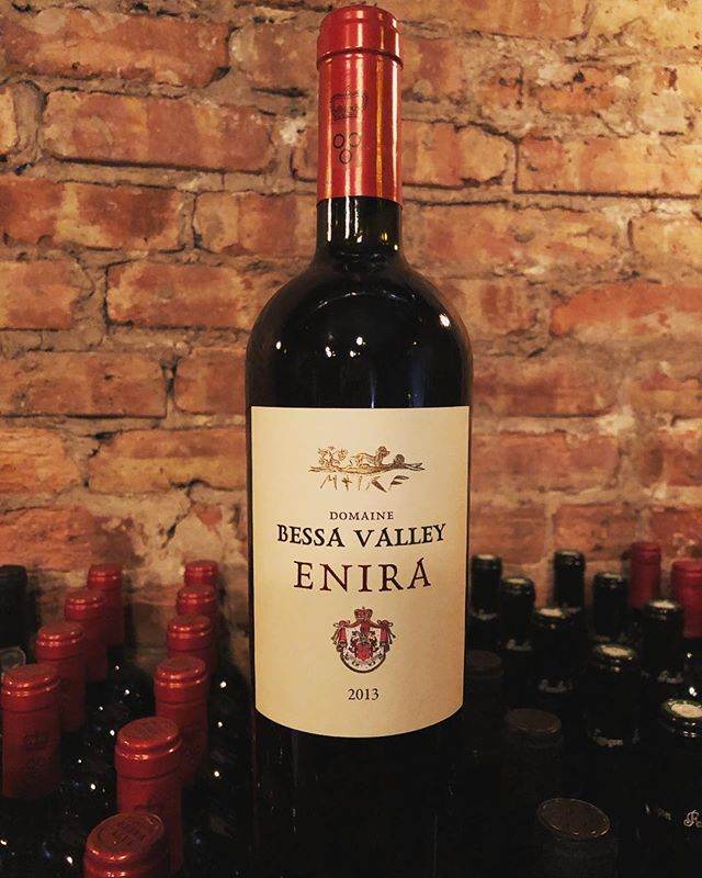 Enira 2013 is a signature blend of Syrah, Merlot and Cabernet Sauvignon, coming from the Thracian Lowlands in Bulgaria. Big, ripe and juicy with very well integrated tannins and a nice earthy note. This wine has a very long finish and pairs great with chef Jeff's roasted pork and bacon marmalade . . . . #wineoftheweek #winetime #westloop #chigram #topchicagorestaurants #winenot  #warmupwithwine #bulgarianwine #enira #bessavalley