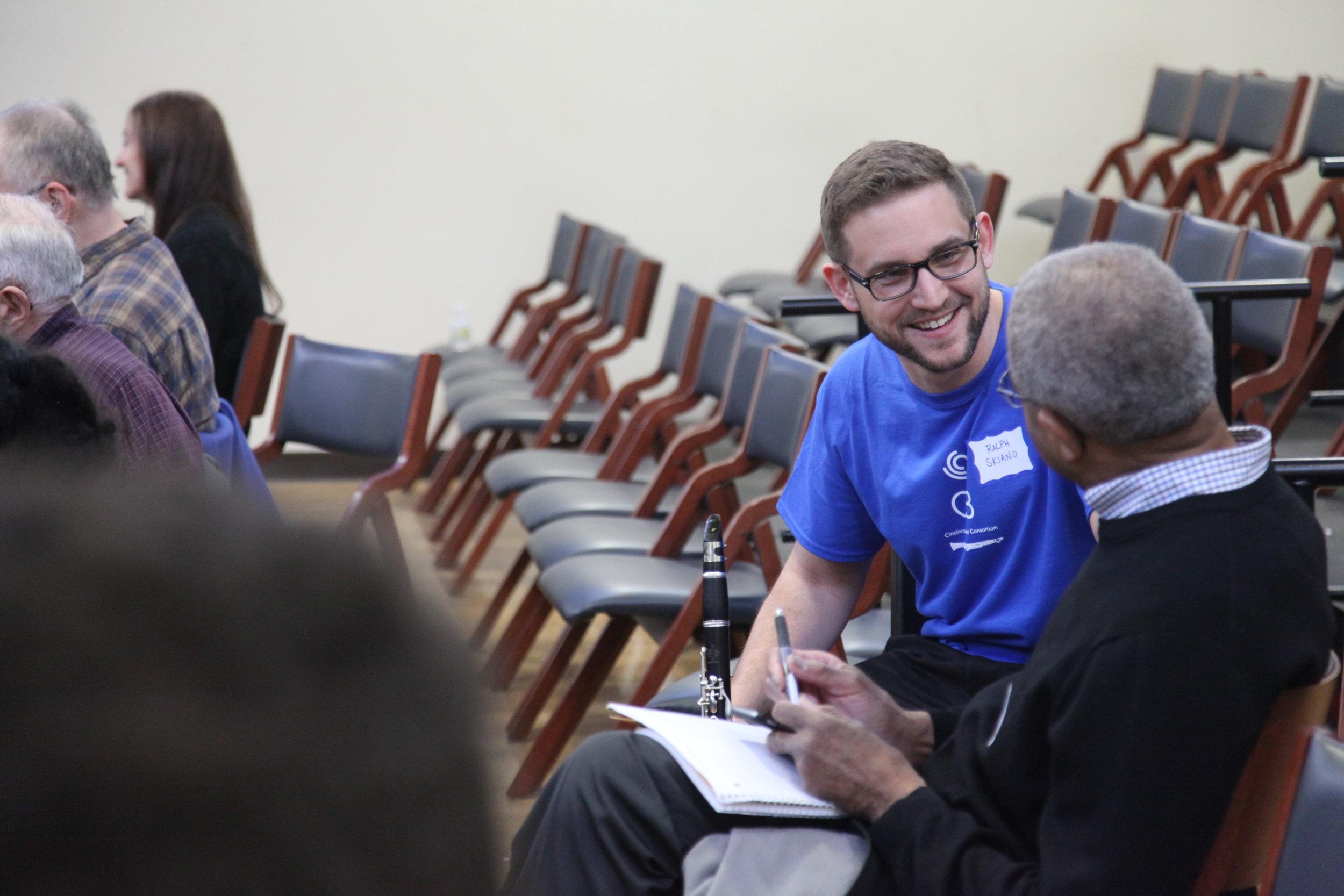 Ralph Skiano talks to a MiniFest participant - MiniFest 2018