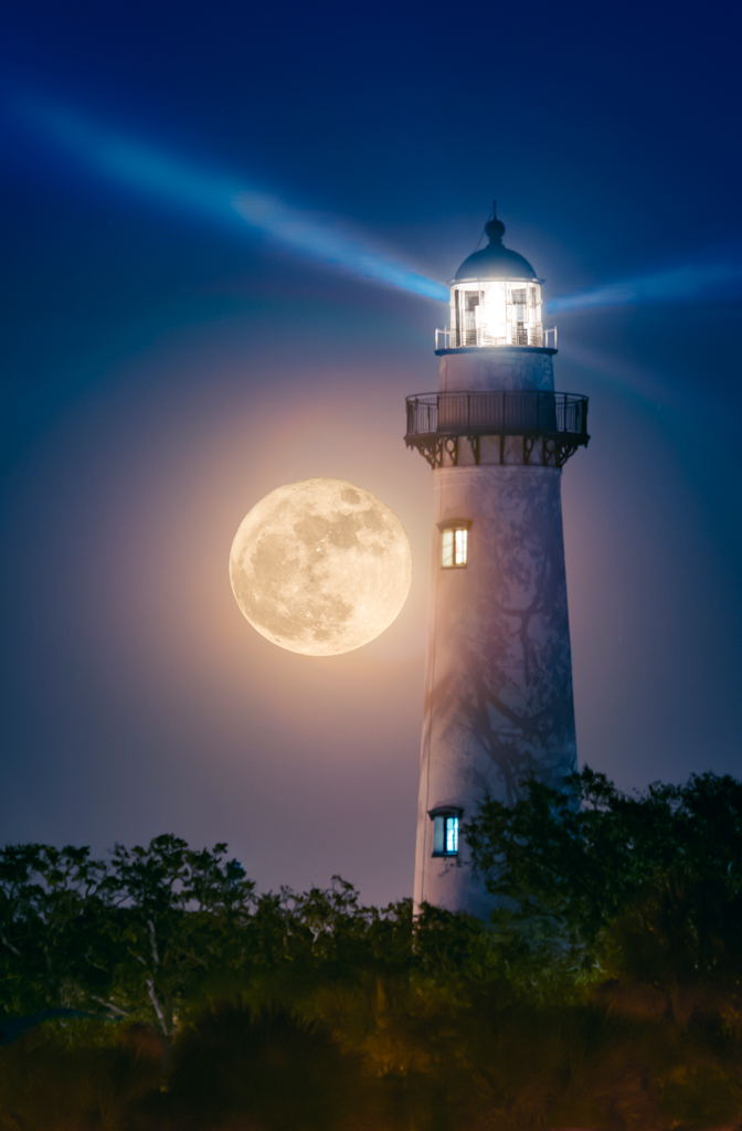 Supermoon at SSI Light 1024 for web copy.jpg