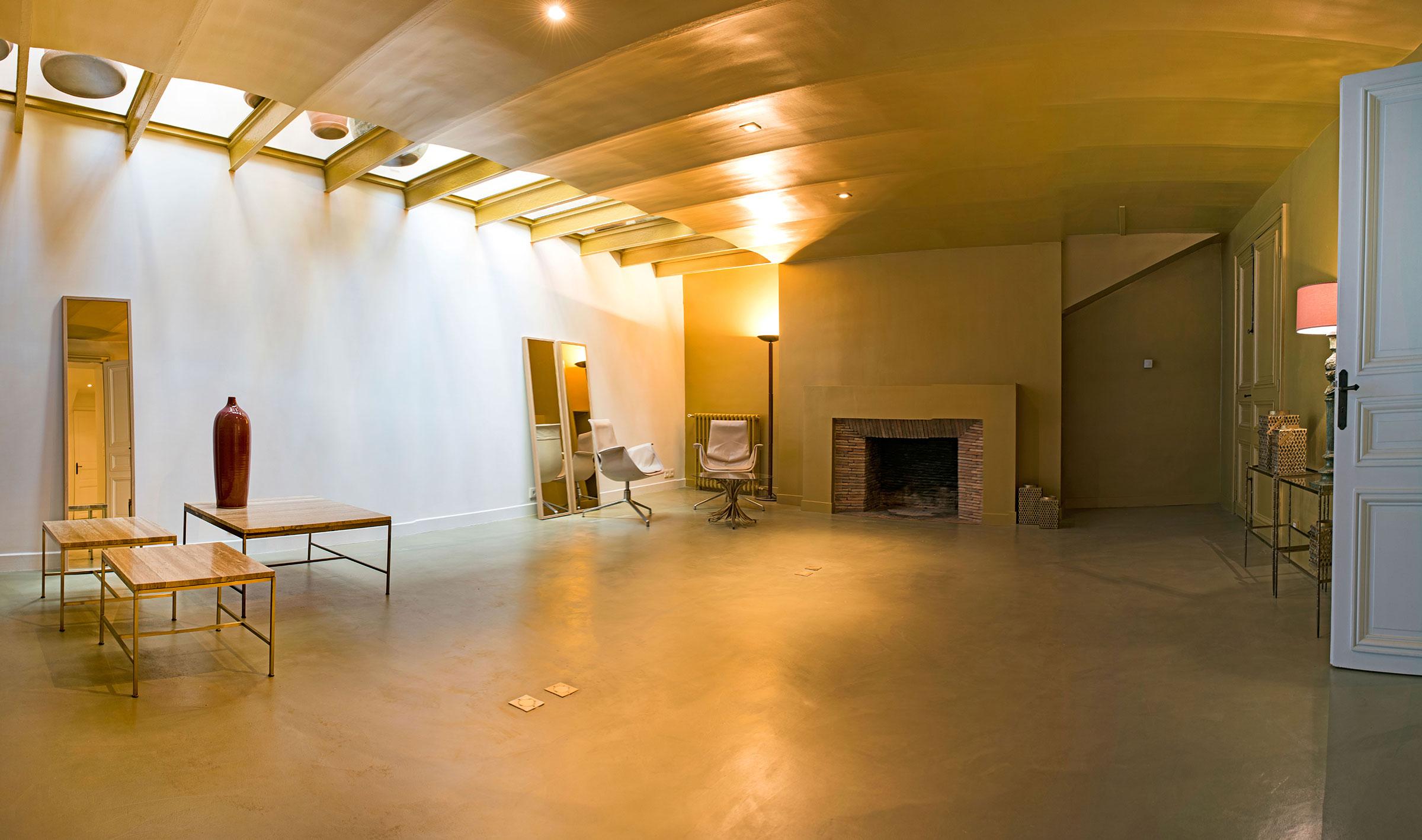 .... Salon cheminée, surface 42m2, vue 1. .. Lounge-fireplace, surface 42sqm, view 1 ....